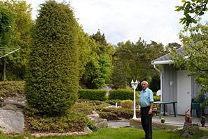 Lodin forann tyttebærhagen og med et prakteksemplar av en Norsk Einer
